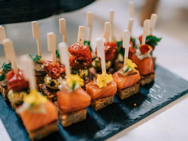 A Biter Smaller hapjesbox, heerlijke hartige muffins met verschillende toppings. Mevrouwkaas.nl