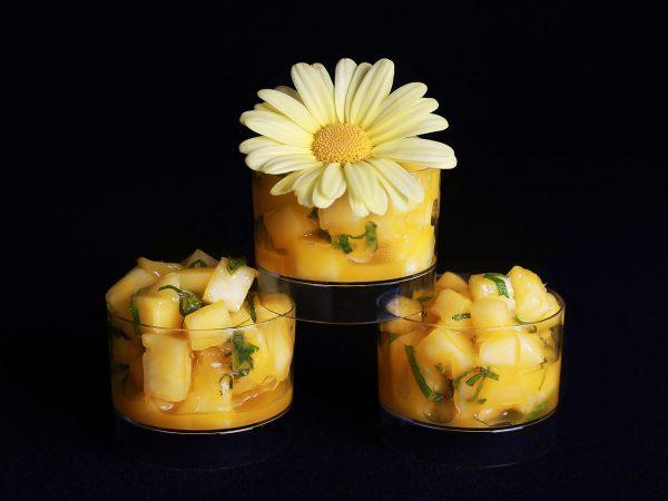 Sweets for my Sweet - Ananas en mango salade met munt hapje