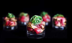 Asian Bites - Tataki; Oosters bereid rundvlees met wakame en sesam hapje