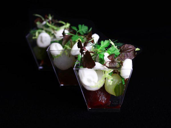 Vega Delicious; Zoet zure groenten parels met geitenkaas en ahornsiroop hapje
