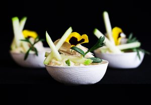 Famous box hapje Brandade van makreel met yuzu en appel